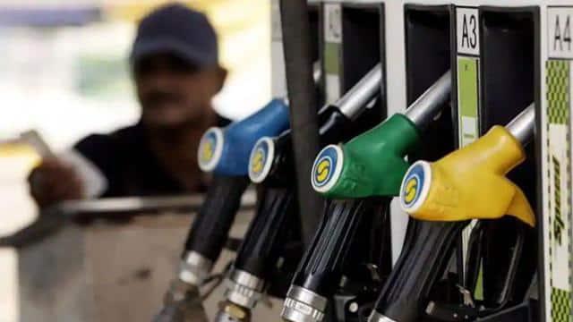 Petrol Price Today: पेट्रोल 4.87 रुपये तो डीजल फरवरी में 4.99 रुपये महंगा, आज नहीं हुआ कोई बदलाव