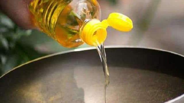 मंडी भाव: सरसों में गिरावट, कच्ची घानी तेल की कीमत हुई 2,585 रुपये प्रति टिन