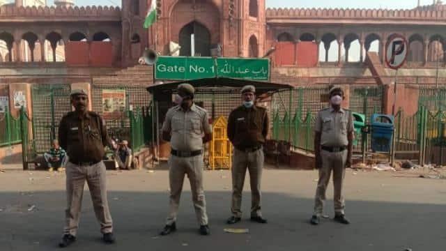 curfew in delhi