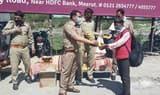 मुजफ्फरनगर पुलिस में लगाया पैदल जाने वालों के लिए भोजन का कैंप