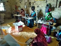 इनसे सीखें: समूह की महिलाओं ने बना डाले 5000 मास्क
