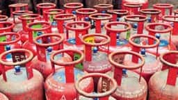 due to lockdown  three and a half lakh women head of bareilly will get free gas cylinder