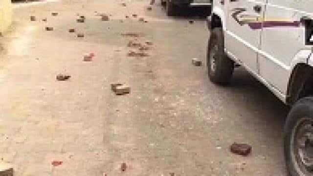 मवेशियों को जब्त करने के दौरान ग्रामीणों ने एसएसबी जवानों परकिया पथराव