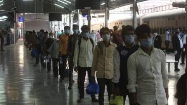 नासिक से 829 श्रमिकों को लेकर लखनऊ पहुंची श्रमिक स्पेशल ट्रेन, बसों से घर के लिए रवाना Video