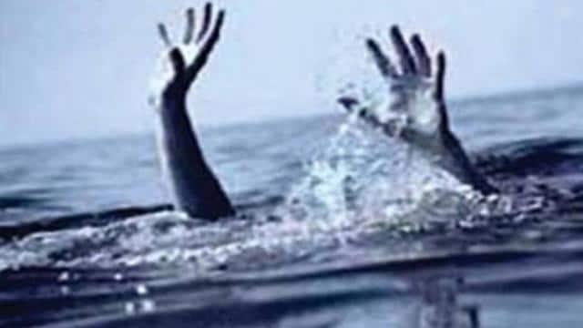 वाराणसी : दो मासूमों संग पुल से गंगा में कूदा युवक, एक बच्चे का शव मिला