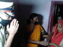 कश्मीर में शहीद हुए सीआरपीएफ जवान के गांव पहुंचे बिहार के डीजीपी