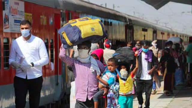 दिल्ली में 8 रेलवे स्टेशनों पर प्लैटफॉर्म टिकट की बिक्री फिर होगी शुरू, जानें कीमत