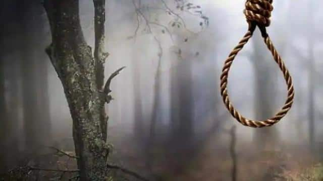 dead body of couple found hanging from tree
