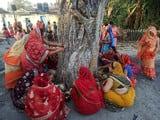 अखंड सौभाग्य के लिए सुहागिनों  ने की वट वृक्ष की पूजा
