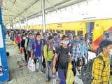 परदेस से भूखे-प्यासे लौटे, 'घर में भी संकट बेशुमार