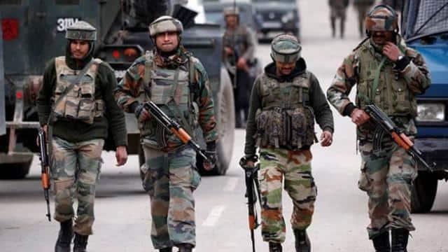 जम्मू-कश्मीर के शोपियां जिले में आतंकियों और सुरक्षाबलों के बीच फिर एनकाउंटर, दो आतंकी ढेर - Hindustan