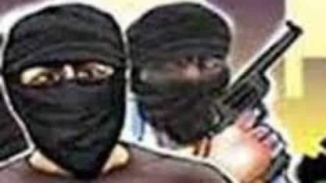 मुजफ्फरनगर में हथियारों से लैस बदमाशों ने कारोबारी के घर में घुसकर नकदी, गहने लूटे