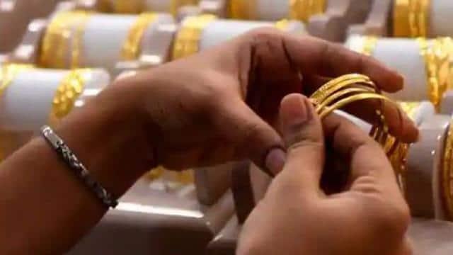 Gold Price Latest: सोना हो गया सस्ता, चांदी के भाव में 5781 रुपये की बड़ी गिरावट