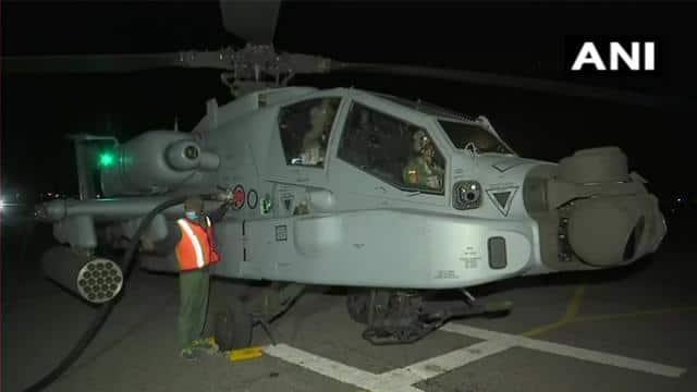 भारत-चीन बॉर्डर के नजदीक भारतीय वायुसेना का चिनूक, मिग-29, अपाचे के साथ नाइट ऑपरेशन, देखें PHOTOS और VIDEOS - Hindustan