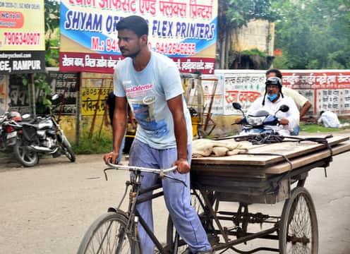 रामपुर में बिना मास्क के घूम रहे लोग, बढ़ा संक्रमण का खतरा