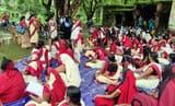 महिषी में सेविकाओं-सहायिकाओं का प्रदर्शन