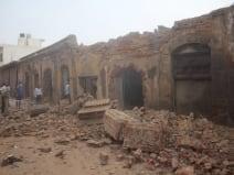 आगरा: जोंस मिल में बम से धमाका, गोदाम की छत और दीवार उड़ी