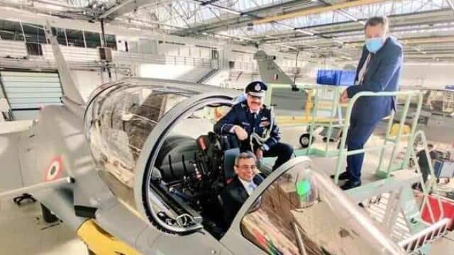 राफेल उड़ाने वाले भारत के पहले पायलट बने कश्मीर के हिलाल अहमद राथर, जानें कौन हैं - Hindustan
