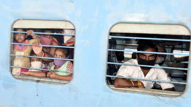 ट्रेन में 8फीट से कम दूरी घातक, कोरोना वायरस केसंक्रमण फैलने की आशंका, सोशल डिस्टेंसिंग जरूरी