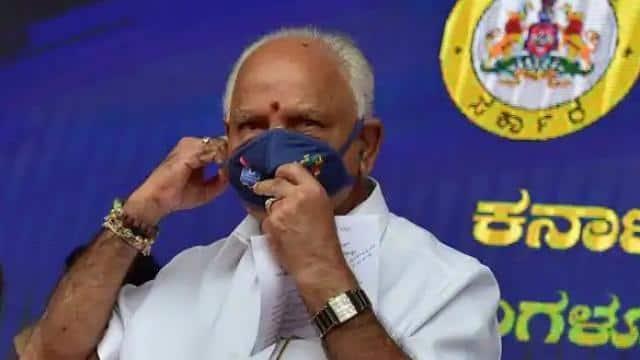 कर्नाटक: तो हिल चुकी है येदियुरप्पा की कुर्सी? गैर विवादित चेहरे की तलाश में BJP