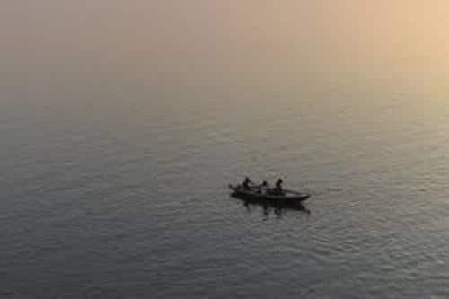 गंगा नदी का जलस्तर चेतावनी बिंदु पर ठहरा