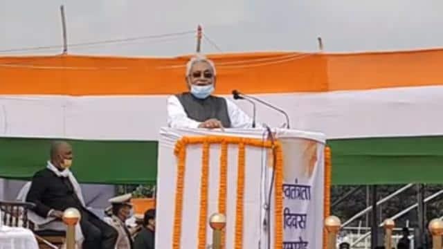 मुख्यमंत्री नीतीश कुमार ने शनिवार को स्वतंत्रता दिवस के मौके पर कहा कि पंचायत और नगर निकाय शिक्षकों की नई सेवा शर्त शीघ्र लागू किया जाएगा।