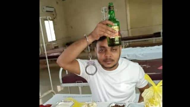 corona positive miscreant in covid hospital in dhanbad jharkhand drunk wine beer liquer with handcuf