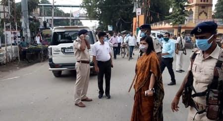दो दर्जन वाहन चालकों को जुर्माना