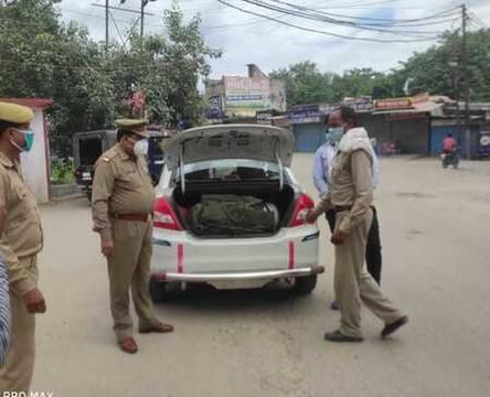 रामपुर में प्रतिबंध के पालन को सड़कों पर आई पुलिस