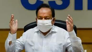 Covid-19 community transmission limited to certain districts admits Union  health minister Dr Harsh Vardhan - कोरोना का कुछ हिस्सों में हुआ कम्युनिटी  ट्रांसमिशन, स्वास्थ्य मंत्री ...