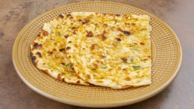 Aloo Kulcha Recipe : आलू कुलचे के साथ टी ब्रेक को बनाएं खास
