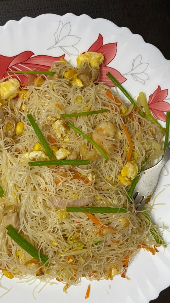 easy restaurant-style mixed rice noodles