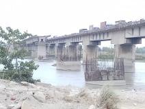 गंडक नदी के डुमरियाघाट पुल पर तीन दिनों तक वाहनों का परिचालन रहेगा बंद