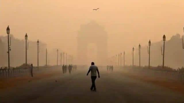 अक्टूबर में दिल्ली की ठंड ने तोड़ा 26 सालों का रिकॉर्ड, अभी और भी नीचे जाएगा पारा