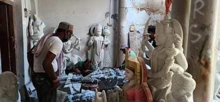 मूर्तियों में जान डालने वाला कारोबार खुद हुआ बेजान