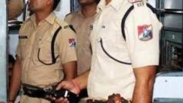 कानपुर में रेलवे की कार्रवाई : सात दिन से सेंट्रल स्टेशन पर नौकरी कर रहे 13 फर्जी रेल कर्मी और 3 एजेंट गिरफ्तार