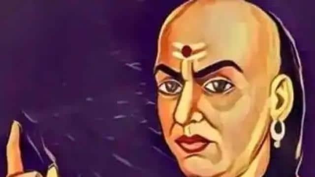 Chanakya Niti: इस तरह के लोग जिंदगीभर रहते हैं दुखी, एक के बाद एक आती रहती हैं समस्याएं