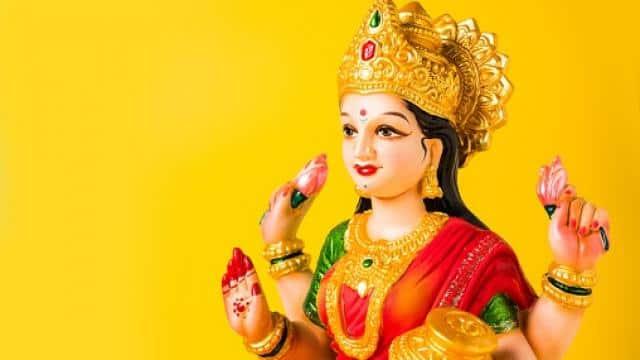 Akshaya Tritiya 2021: अक्षय तृतीया पर देवता व पितरों के नाम से करें दान, महालक्ष्मी होंगी प्रसन्न
