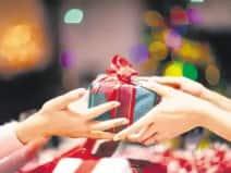 दिवाली गिफ्ट पर चलेगी कोरोना की कैंची, सस्ते उपहार खोज रही कंपनियां