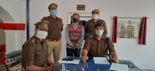 मीरापुर पुलिस ने भारी मात्रा में पटाखे पकड़े, एक गिरफ्तार