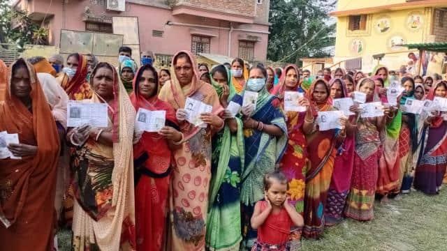 बिहार में पहले की तुलना में दूसरे चरण का चुनाव शांतिपूर्ण रहा, 6 बजे तक 52% मतदान