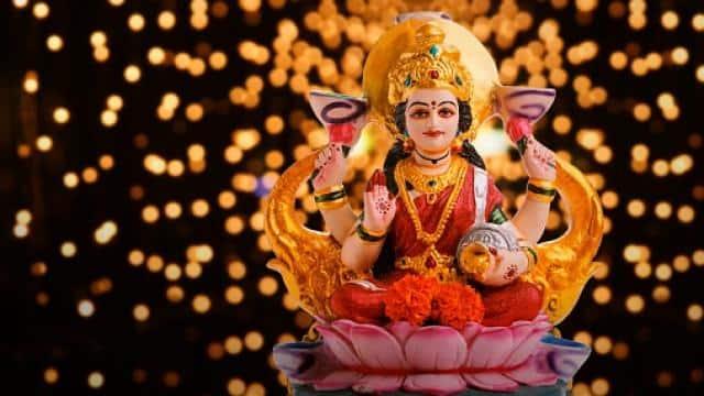Diwali 2021: साल 2021 में दिवाली कब है? जानिए मां लक्ष्मी का पूजन मुहूर्त, पूजा विधि और भोग