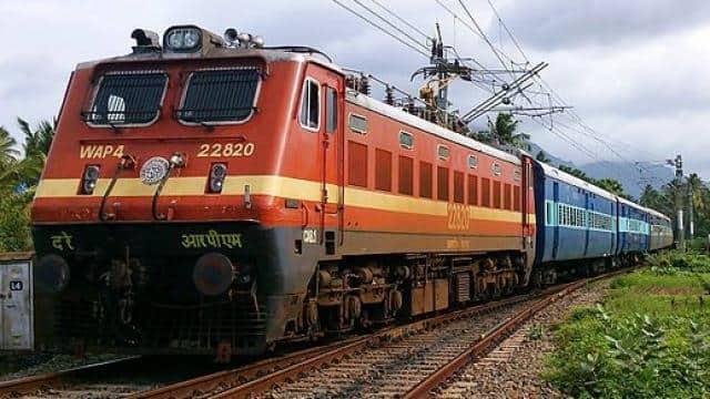 सुल्तानपुर से प्रयाग स्टेशन तक पहली बार 102 की स्पीड में दौड़ी ट्रेन