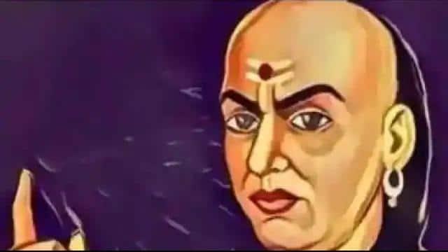 Chanakya Niti:धनवान बनने के लिए जीवन में उतार लें ये बातें, तरक्की का रास्ता हो जाता है आसान