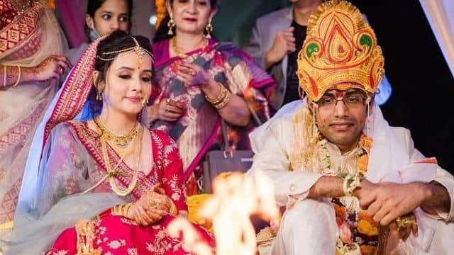 'मर्डर 2' फेम सुलग्ना ने की कॉमेडियन बिस्वा से शादी, सोशल मीडिया पर फोटोज वायरल