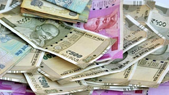 भारत के धनकुबेरों की संपत्ति 2020 में 4.4 प्रतिशत घटी, 12830 अरब डालर रह गई