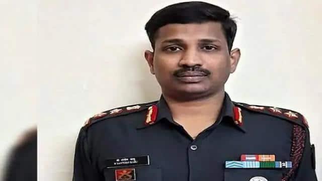 colonel santosh babu who lost his life in galwan valley clash has been awarded mahavir chakra