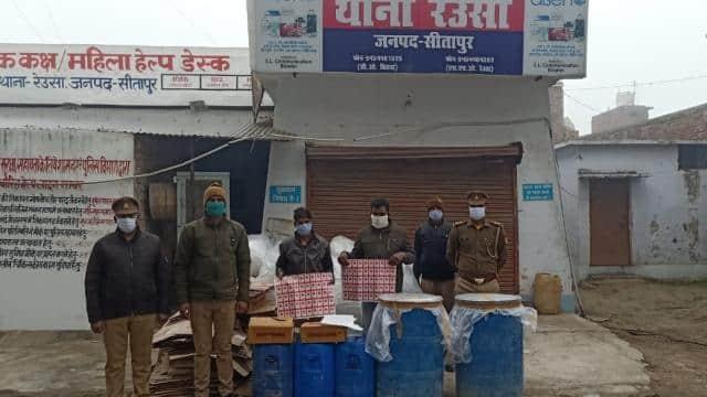 सीतापुर पकड़ी गई अवैध शराब फैक्ट्री, दो गिरफ्तार, पड़ोसी जिलों मेें भी होती थी सप्लाई