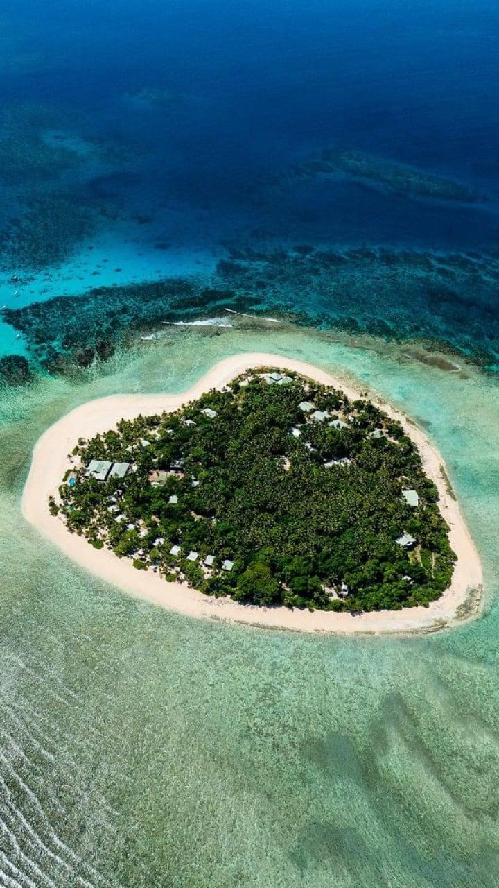 10 heart-shaped destinations to explore