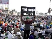 धरना स्थल को सैनिटाइज कर प्रदर्शनकारियों को काढ़ा दे रहे किसान